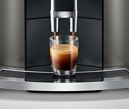 Maak een perfecte espresso met de Jura E8 Dark Inox met PEP systeem