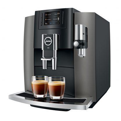 Met de Jura E8 Dark Inox maak je een dubbele espresso in een zetting
