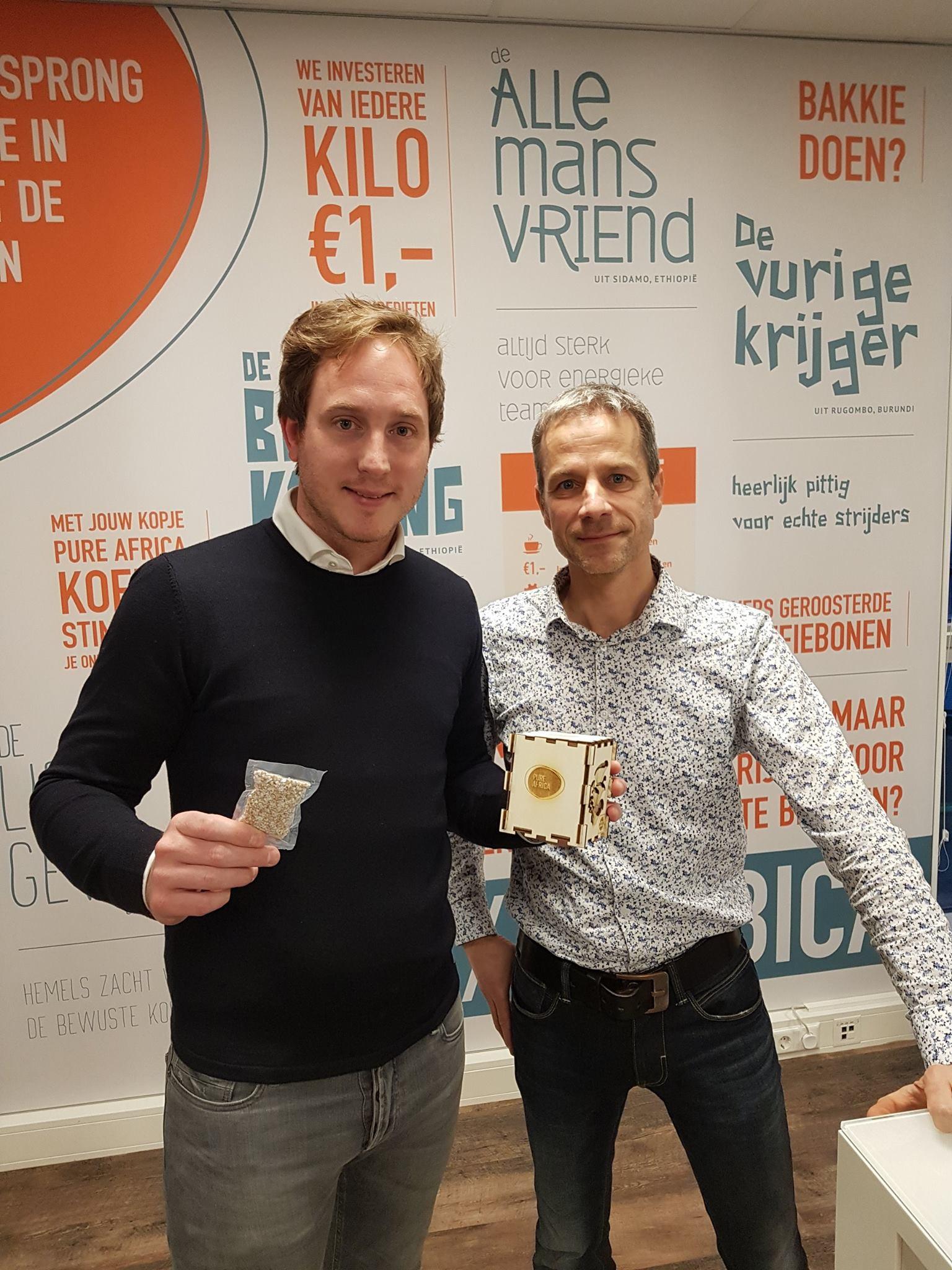 oesterzwammen kweken op Pure Africa koffieresidu met hulp van MKB Deventer