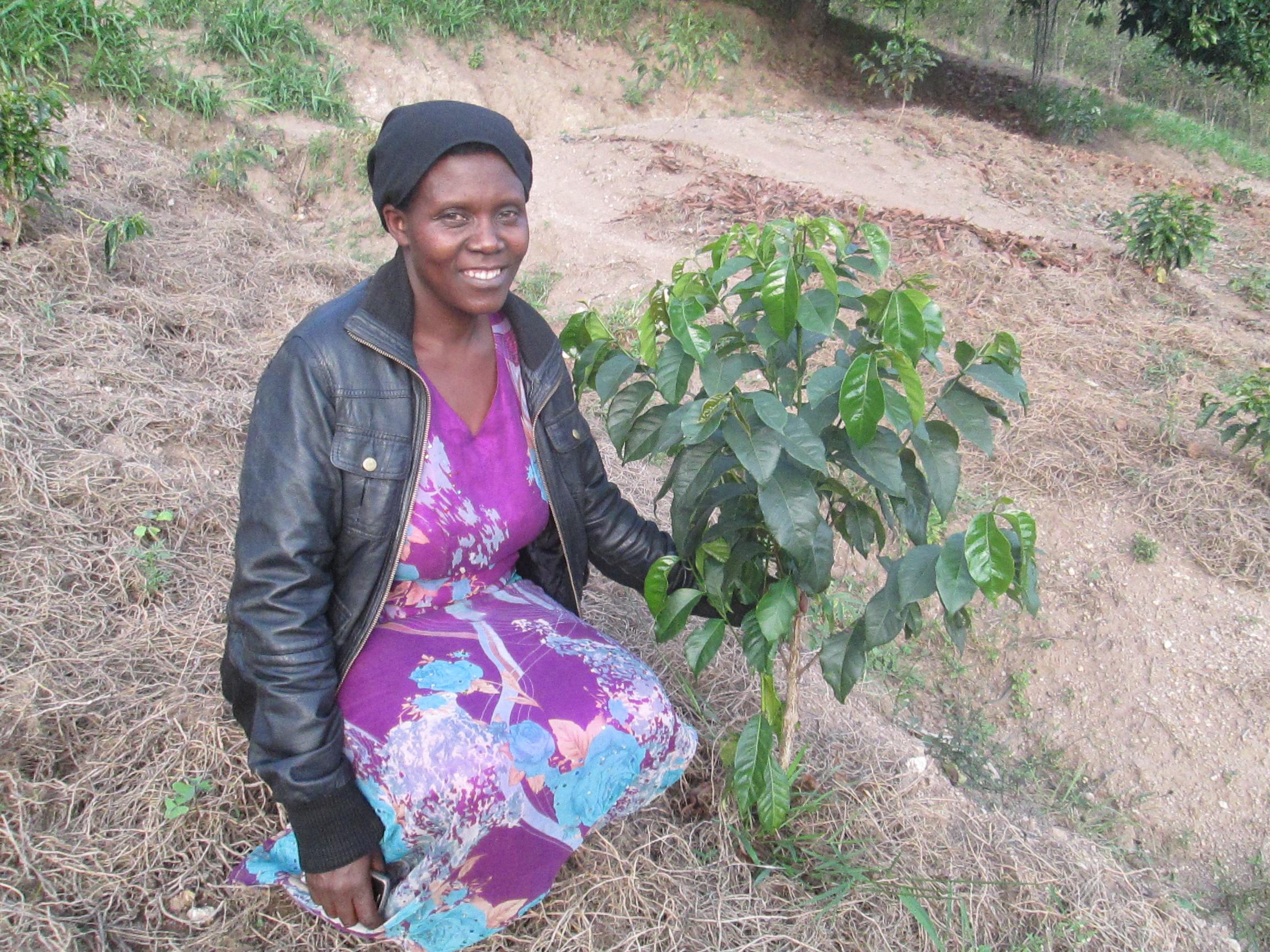 Josephine Mukamana is een koffieboer in Afrika en heeft een Pure Africa microfinanciering.